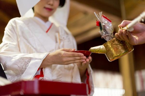 神社で結婚式を挙げてから屋形船で披露宴