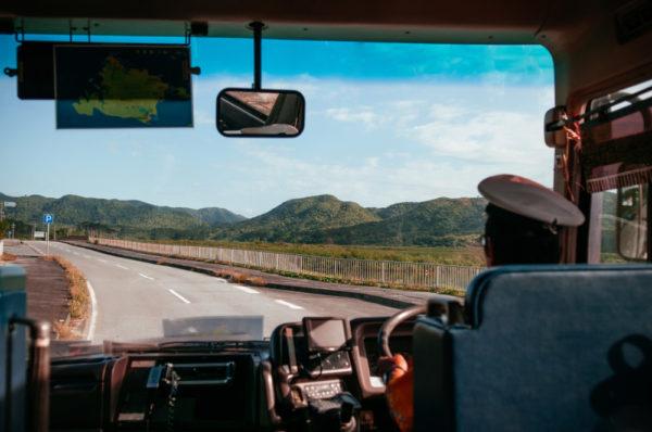 バスドライバー付きでマイクロバスをレンタル
