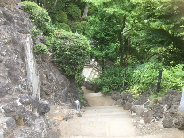 富士塚の下り道