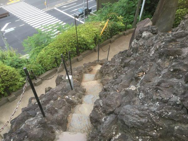 富士山進行のシンボル「富士塚」