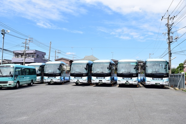 マイクロバスから大型バスまでチャーターOK