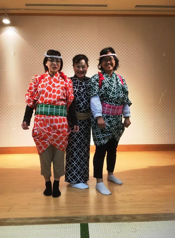 写真中央が櫻川后姫(ごうひめ)師匠