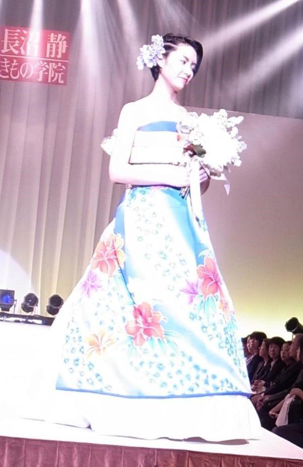 現代の婚礼j衣装「和ドレス」