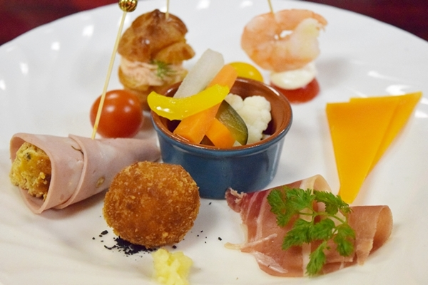 色鮮やかな本格地中海料理