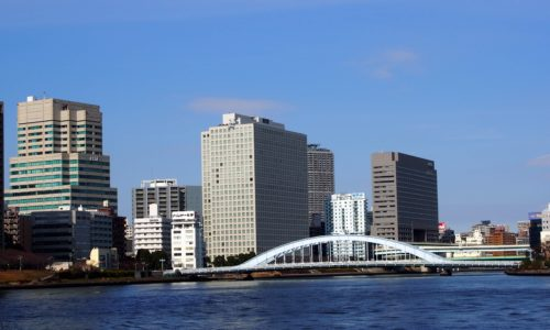 アーチ型の美しい永代橋。実は国の重要文化財
