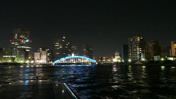 永代橋と夜景。青のライトアップが特徴