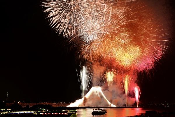 江戸川と市川合同開催花火大会