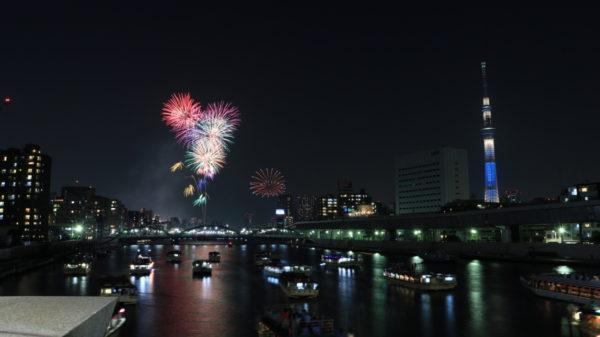 隅田川の上も屋形船で大渋滞!