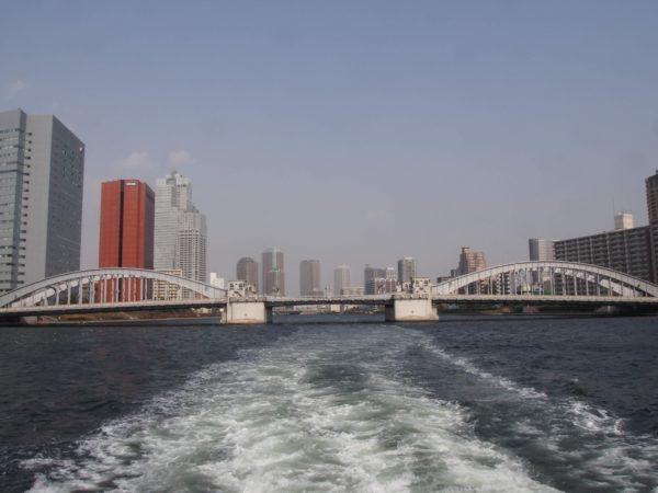 屋形船から勝どき橋を臨む