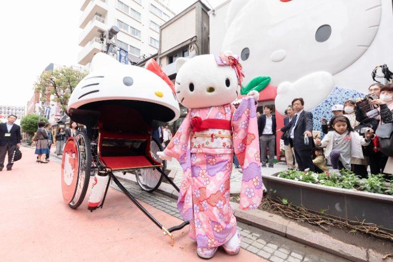 ハローキティの人力車イベント大好評!