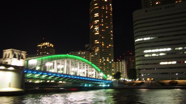 勝鬨橋をくぐります