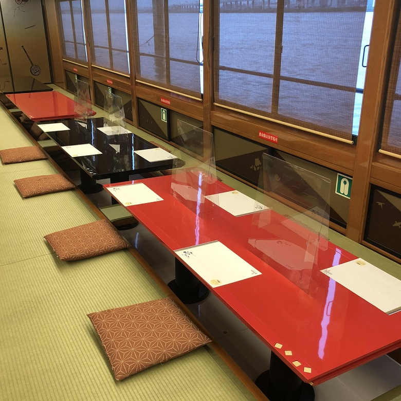 屋形船のコロナ対策・席数を減らし、アクリル板設置